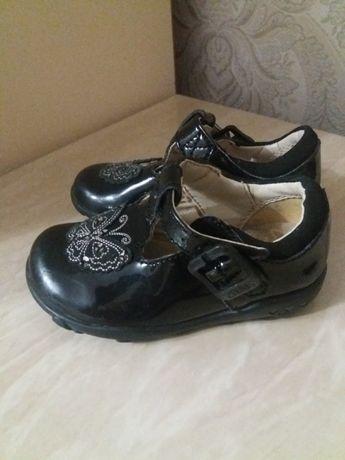 Черные лаковые туфельки для принцессы Clarks 4 .1/2 (12.2 cм)