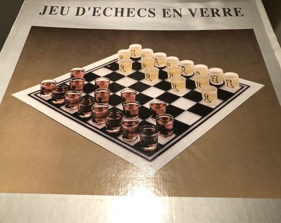 Jogo de xadrez (copos e tabuleiro de vidro)