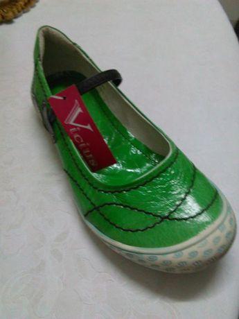Vendo sapatos n37 e 40 novos co tum caixa