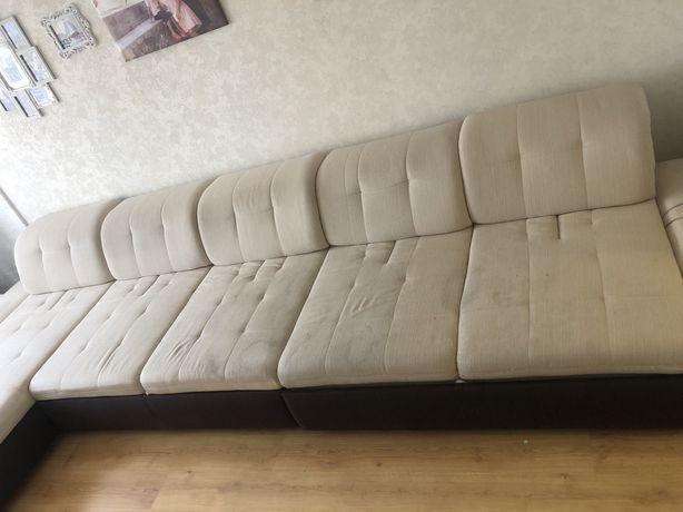 Продам диван длина 4,5 метра с двух частей. 18 999 торг.