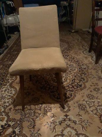 cztery krzesła z epoki PRL