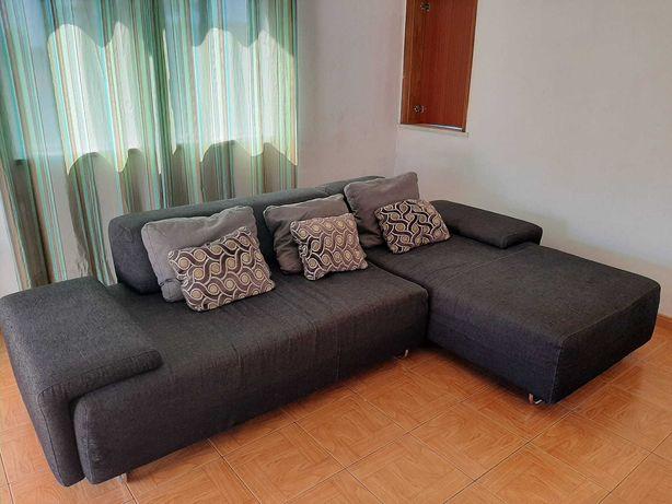 Sofá grande e confortável