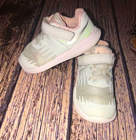 Фирменныке кроссовки Nike для ребенка, размер 7С (15 см)