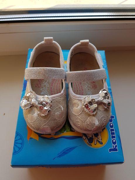 Продам тапочки для девочки