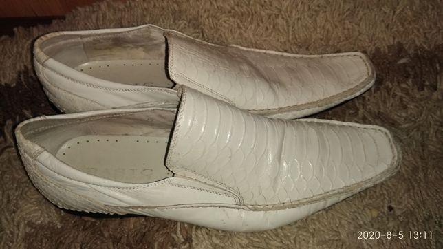Кожаные  белые светлые туфли .