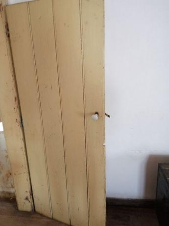 Porta madeira antiga bom estado