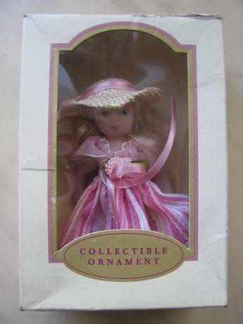Кукла в шляпе фарфоровая коллекционная 24612 Y 2007