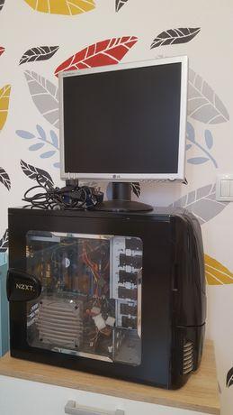 Komputer PC z monitorem