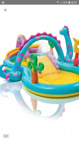 zestaw dmuchanych zabawek do basenu fontanna ponton