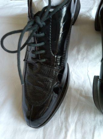 Туфли девичьи демисезонные, ласковые, чёрные, крепкие, каблук широкий