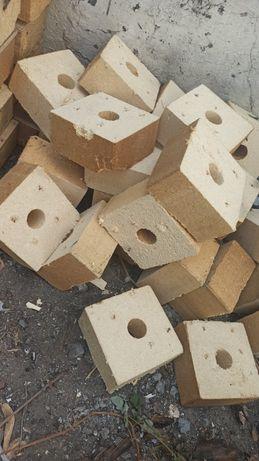 Brykiet drzewny opałowy kostki z palet drewno na opał