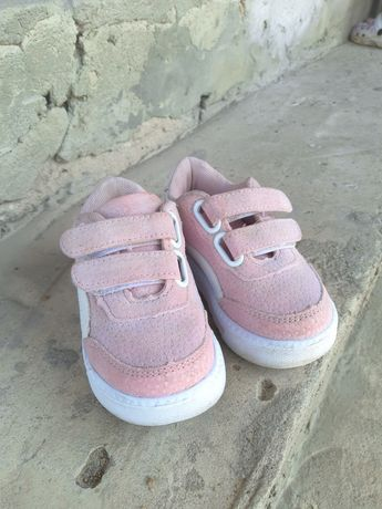 Кросівки на дівчинку