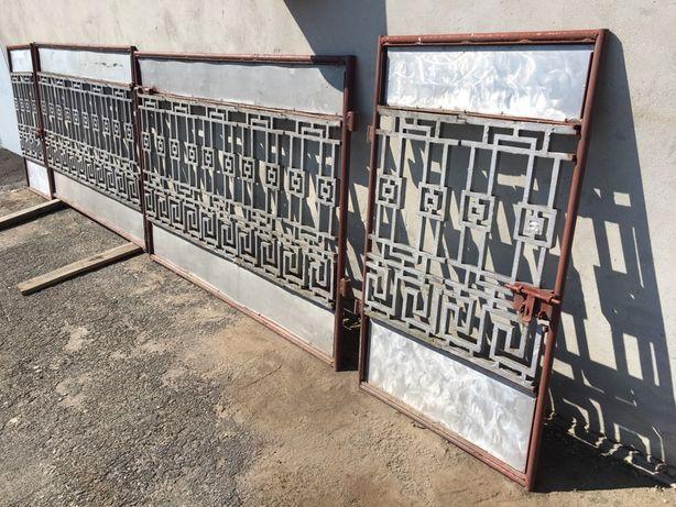 Брама, ворота, хвіртка.