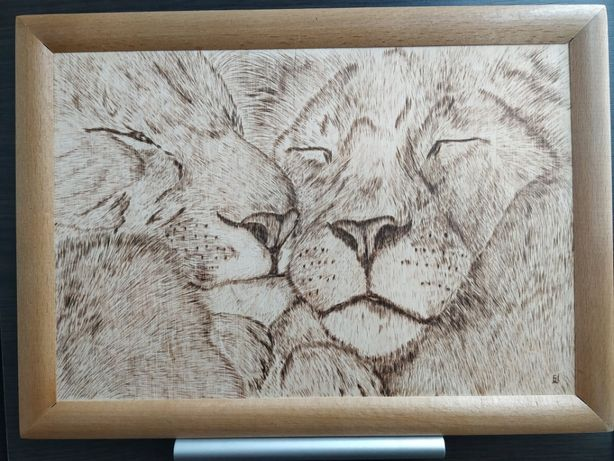 """Картина из дерева ручной работы """"Львы"""" любовь, нежность"""
