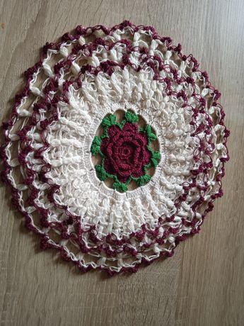 Serweta handmade na szydełku róża