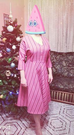 Платье на девушку, женщину.
