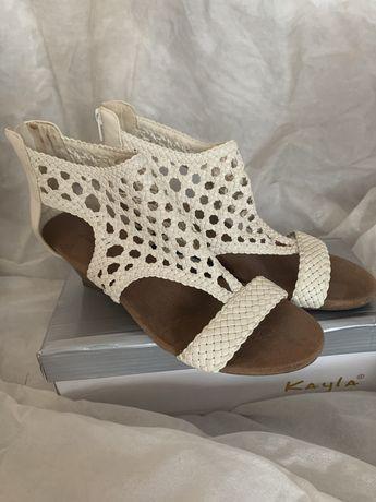 Sandały klapki na obcasie koturn croft&barrow