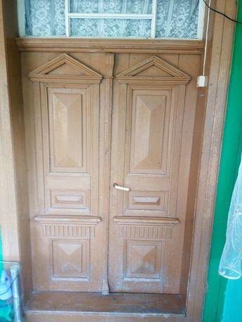 Zabytkowe ręcznie robione drzwi
