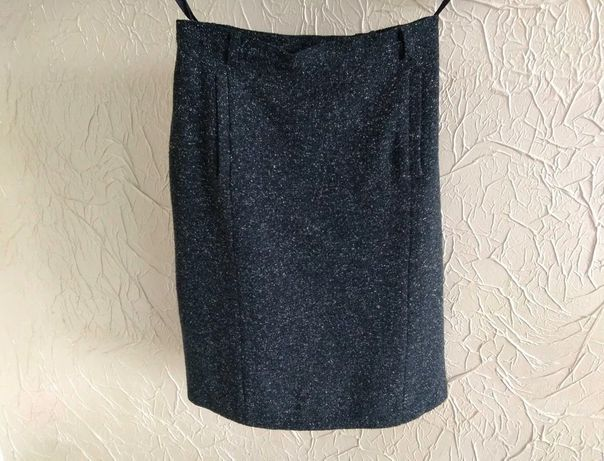 Spódnica z dwiema kieszonkami, rozmiar M