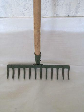 Лопаты,тяпка,грабли