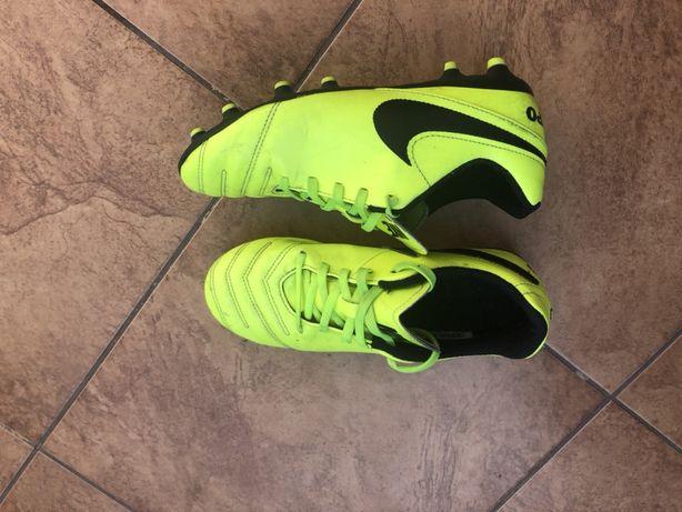 Buty piłkarskie dziecięce nike 36, wkł 23 cm