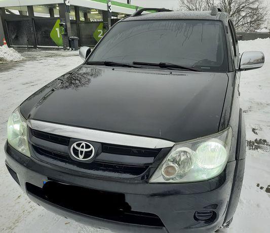 Продам Toyota fortuner 4.0