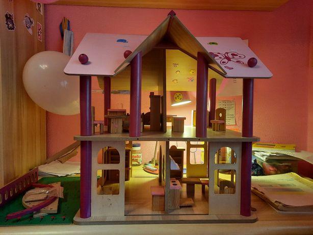 Продам деревынный домик для кукол