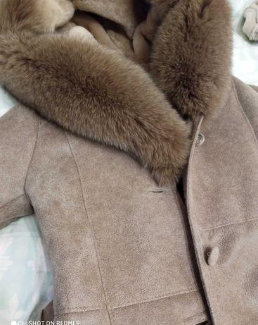 Piękny beżowy naturalny kożuch r. 34-36 z lisem