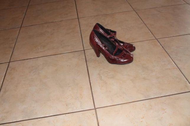 pantofelki bordo