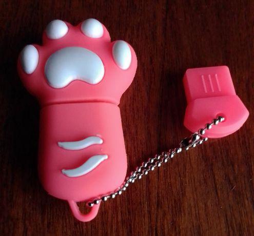 Новая флэшка 32 GB розовая лапка, флеш USB.