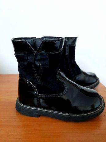 Лакові черевики на дівчинку 23 р