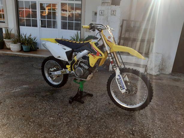 Suzuki RMZ 450 INJEÇÃO