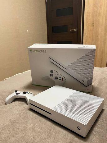 Xbox One s 1 tb + Fifa 21 Gta 5 Witcher Minecraft
