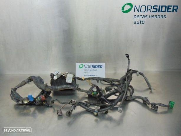 Instala elect comparti motor Toyota Corolla Star Van|00-02