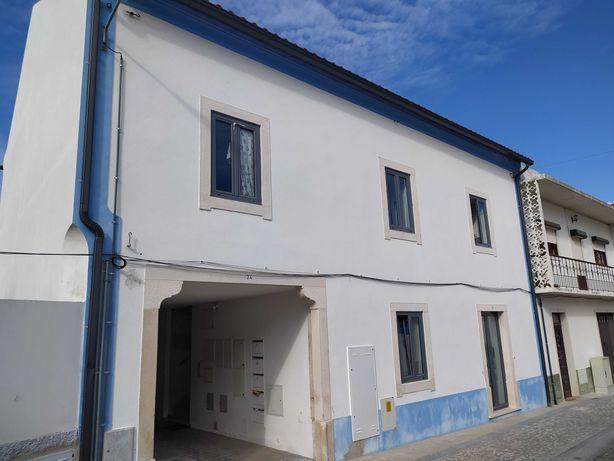 Edifício com 3 apartamentos para investimento em Cantanhede
