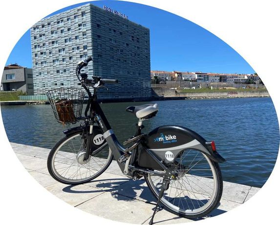 Bicicleta elétrica como NOVA, autonomia 70KM estrutura de carregamento