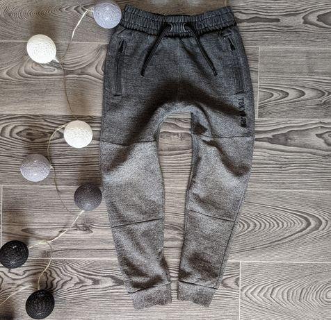Спортивные штаны на мальчика. Возраст 6 - 7 лет.