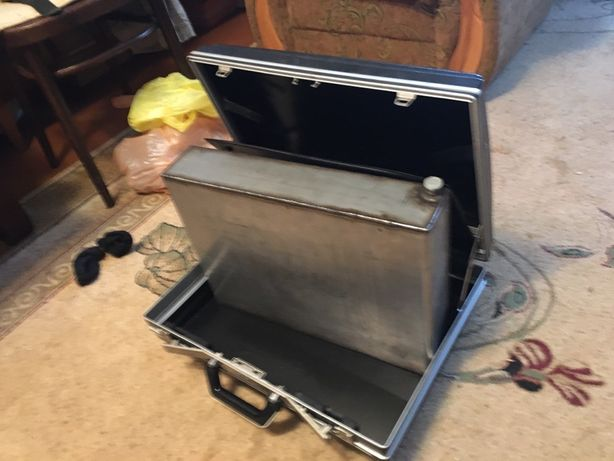 Канистра нержавеющая, в чемодане