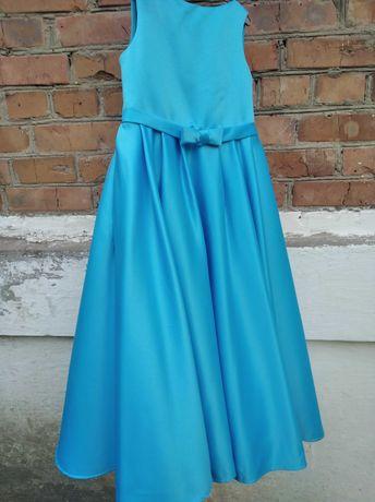 Нарядное платье 134 р