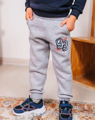 Теплые спортивные штаны на флисе
