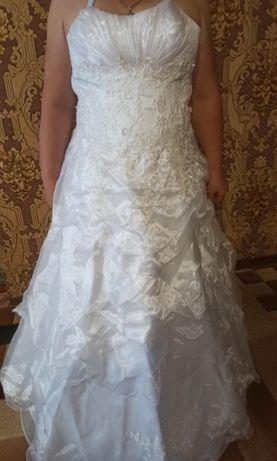 Платье свадебное в прекрасном состоянии