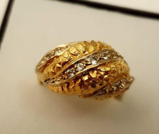 Złoty pierścionek z cyrkoniami 6.60g r.20 p.585 LD