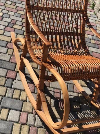 Крісло гойдалка деревяне