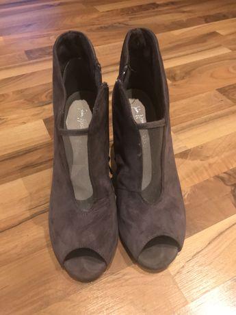 Botki buty na obcasie rozm.39