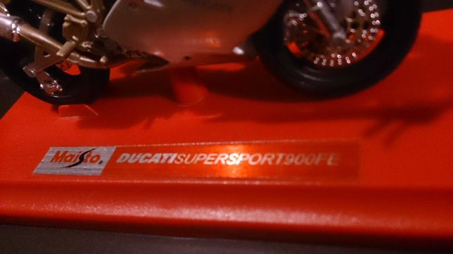Ducati supersport 900fe skala 1:18