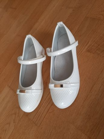 Baleriny 32 Białe Trzewiki Półbuty Pantofle Lakierki na Rzepy
