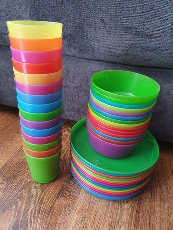 Plastikowe naczynia + gratis słomki