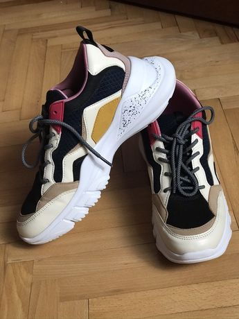 Zara кросівки