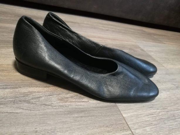 Жіноче взуття.         .