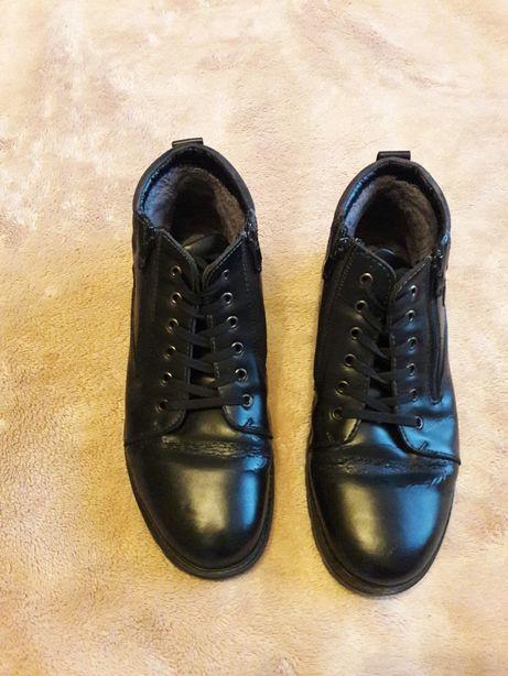 Проотдам зимние ботинки, теплые, размер 43 с натуральной кожи. Супер!
